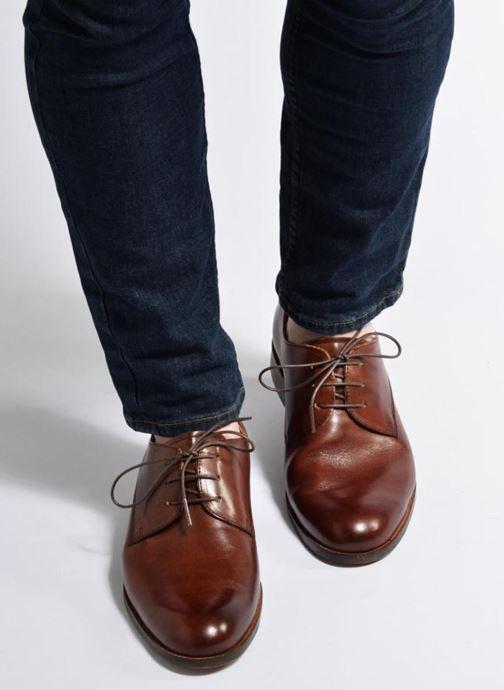Schnürschuhe Marvin&Co Nithsdale braun ansicht von unten / tasche getragen
