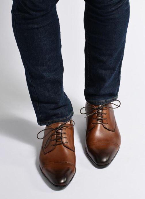 Schnürschuhe Marvin&Co Newlyn braun ansicht von unten / tasche getragen