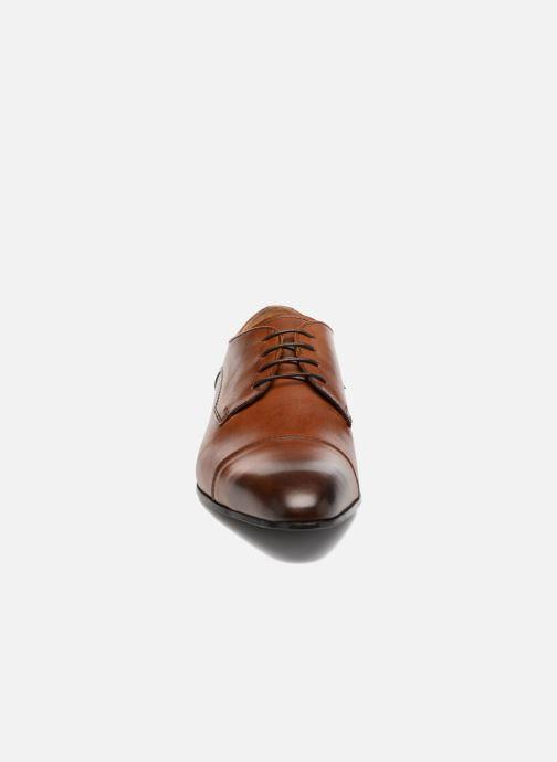 Scarpe con lacci Marvin&Co Newlyn Marrone modello indossato