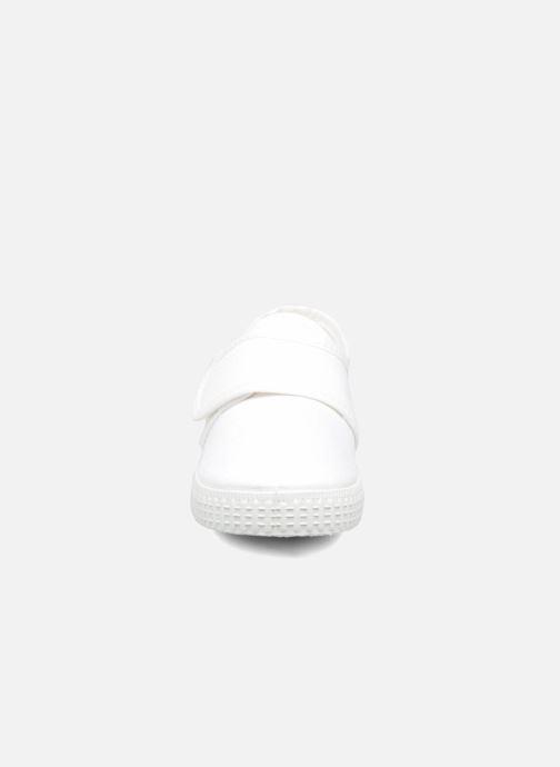 Sneakers Cienta Julio Bianco modello indossato