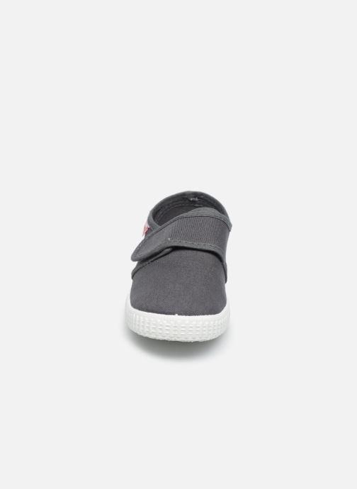 Sneaker Cienta Julio grau schuhe getragen