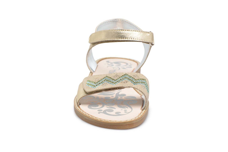 Sandali e scarpe aperte Primigi Olga Oro e bronzo modello indossato