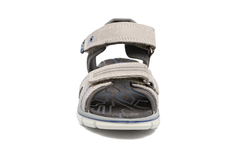Sneakers Primigi Polo Grigio modello indossato