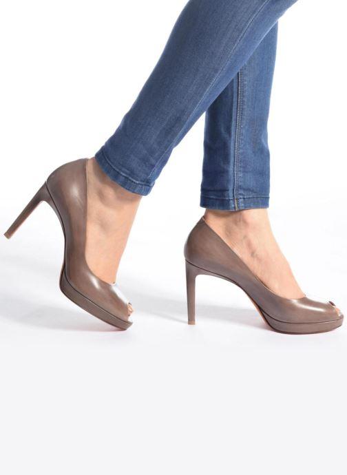 High heels Santoni New Leandra 55538 Beige view from underneath / model view
