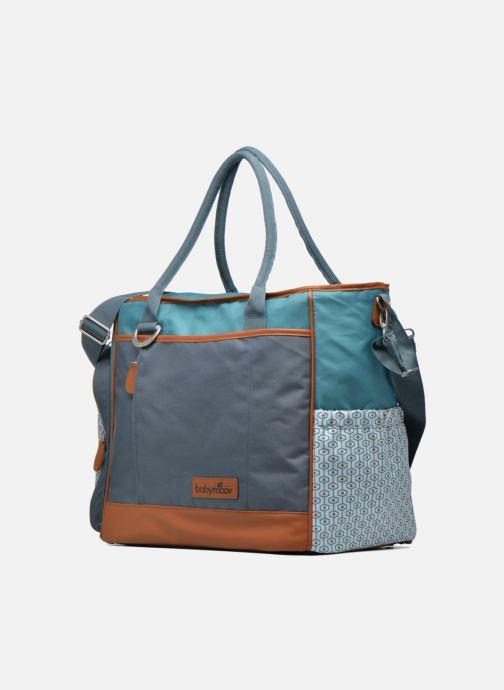 Sacs à main Babymoov Sac à Langer Essential Bag Bleu vue portées chaussures