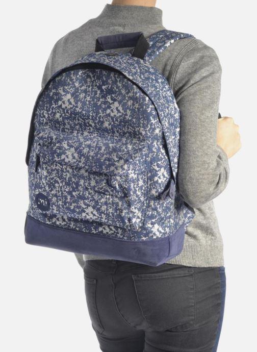 Rucksacks Mi-Pac Premium Denim Spatter Backpack Blue view from underneath / model view