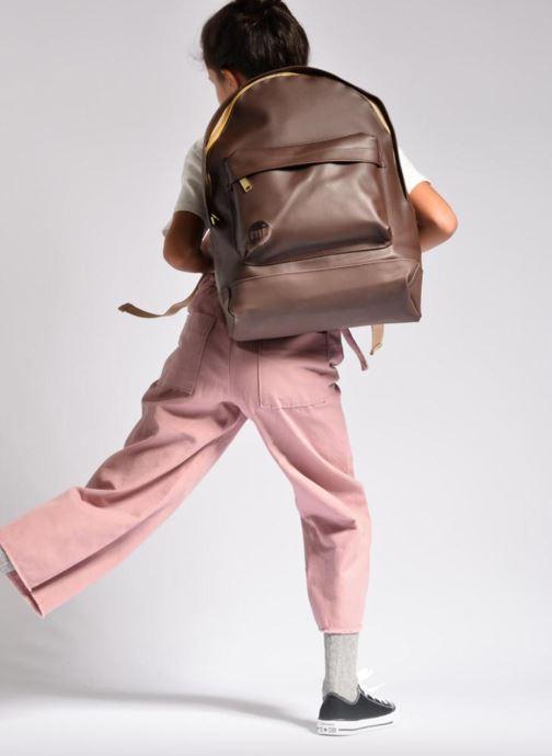 Rucksäcke Mi-Pac Gold Backpack silber ansicht von unten / tasche getragen