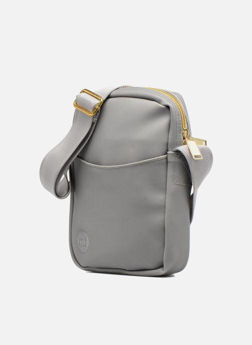Herrentaschen Mi-Pac Flight bag grau schuhe getragen