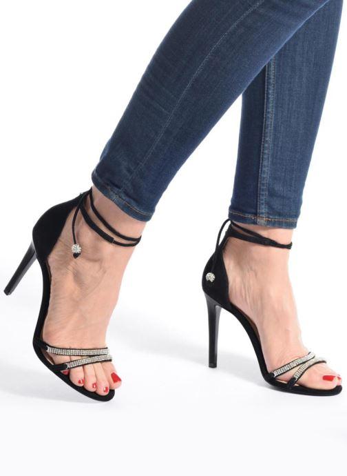 Sandales et nu-pieds Guess PERI Noir vue bas / vue portée sac
