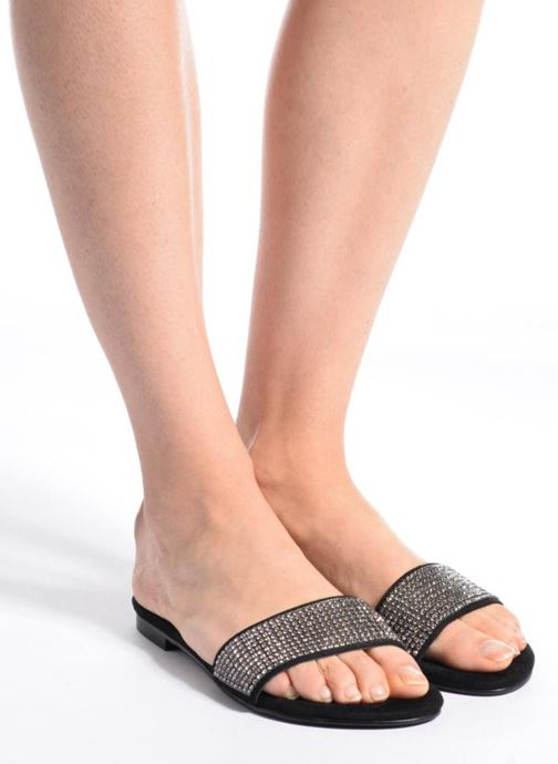 Mules & clogs Guess FERGA Black view from underneath / model view