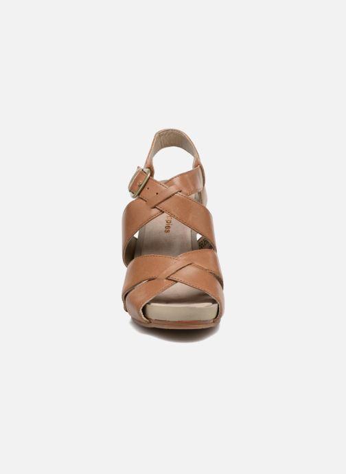 Sandales et nu-pieds Hush Puppies Fintan Marron vue portées chaussures