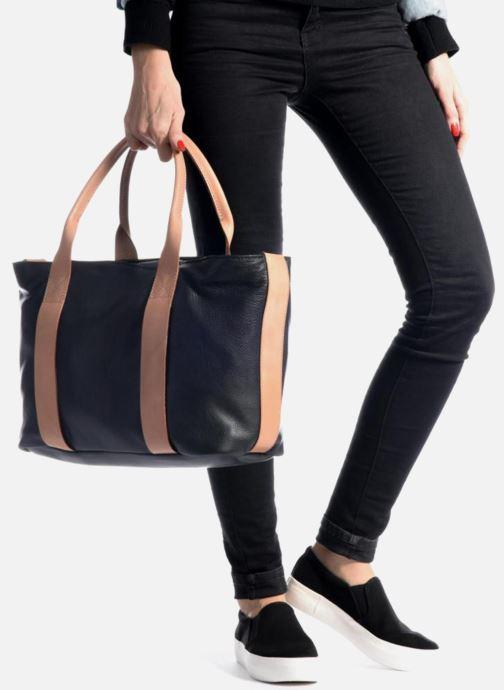 Handtaschen Clarks TASMIN BELLA Cabas cuir silber ansicht von unten / tasche getragen