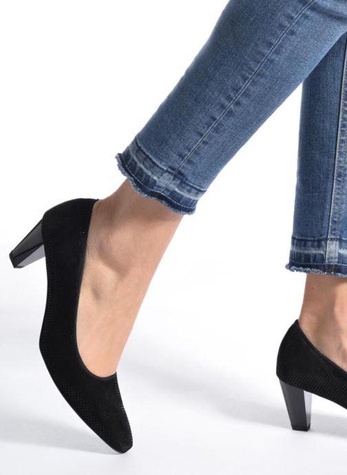 High heels Ara Padua 32861 Black view from underneath / model view