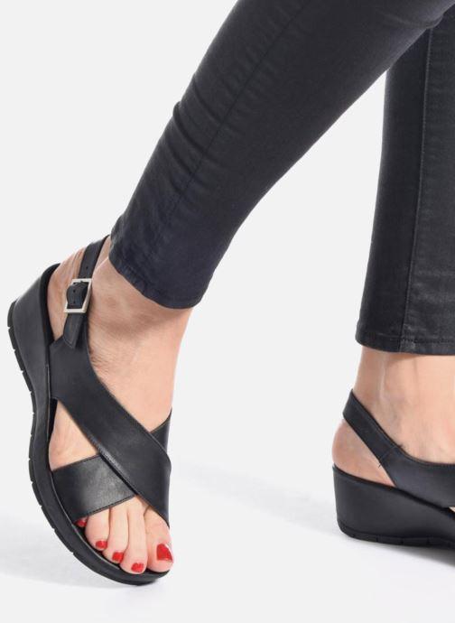 Sandales et nu-pieds TBS Louanne Noir vue bas / vue portée sac
