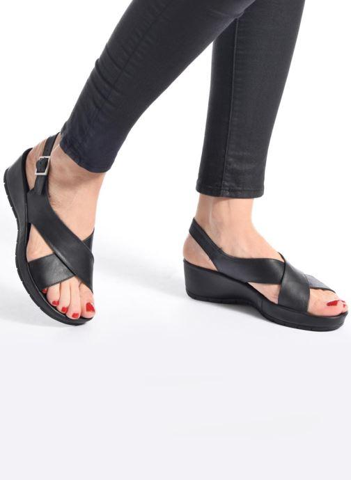 Sandalen TBS Louanne braun ansicht von unten / tasche getragen