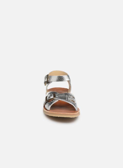 Sandali e scarpe aperte Young Soles Pearl Argento modello indossato