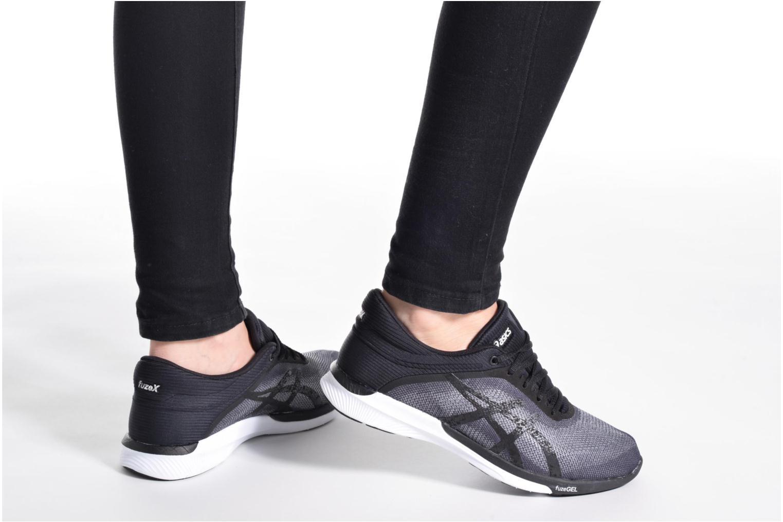 Chaussures de sport Asics Fuzex Rush W Noir vue bas / vue portée sac