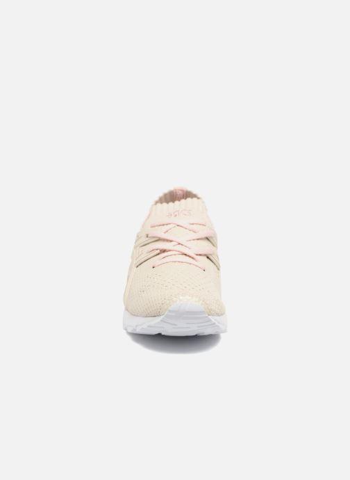 Baskets Asics Gel Kayano Trainer Knit W Beige vue portées chaussures