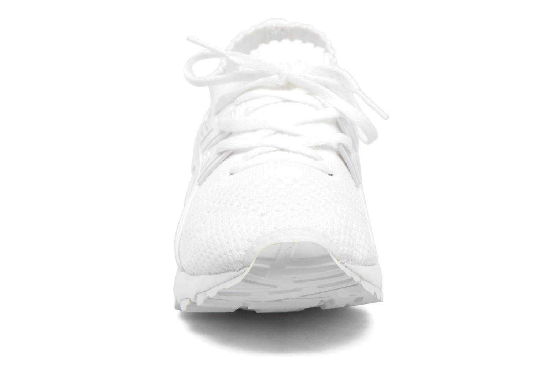 Baskets Asics Gel Kayano Trainer Knit W Blanc vue portées chaussures