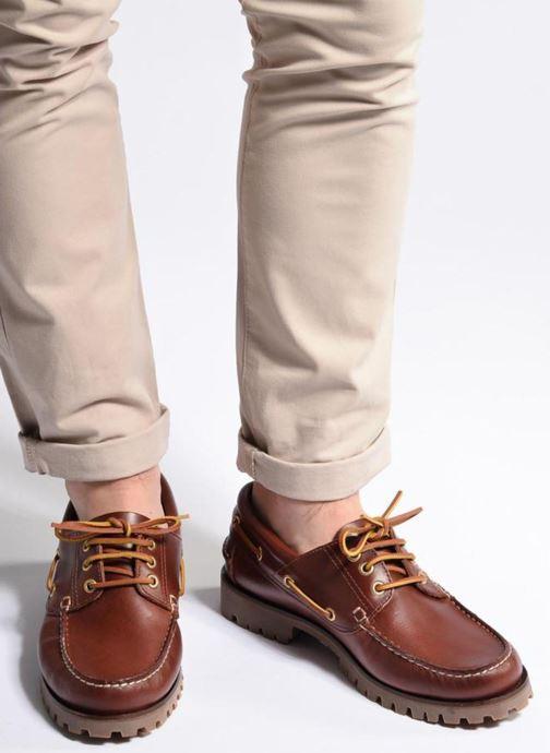 Schnürschuhe Marvin&Co Smount braun ansicht von unten / tasche getragen