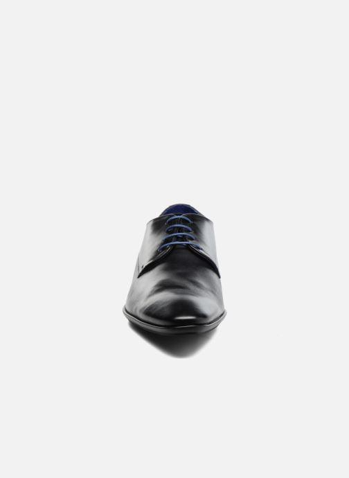 Snøresko Azzaro Aflint Sort se skoene på
