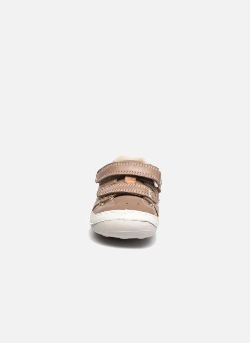 Bottines d'été Clarks Tiny Boy Marron vue portées chaussures
