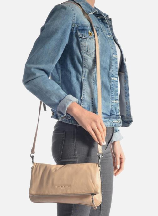 Handtaschen Liebeskind Berlin Aloe B6 rosa ansicht von unten / tasche getragen