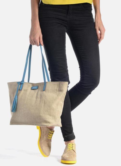 Handtaschen Loxwood Shopper beige ansicht von unten / tasche getragen