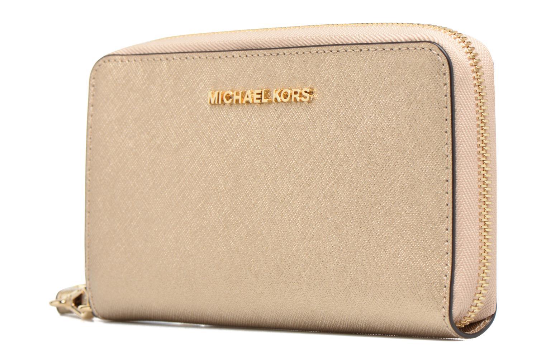 Marroquinería pequeña Michael Michael Kors JET SET LG FLATPHONE CASE Oro y bronce vista del modelo