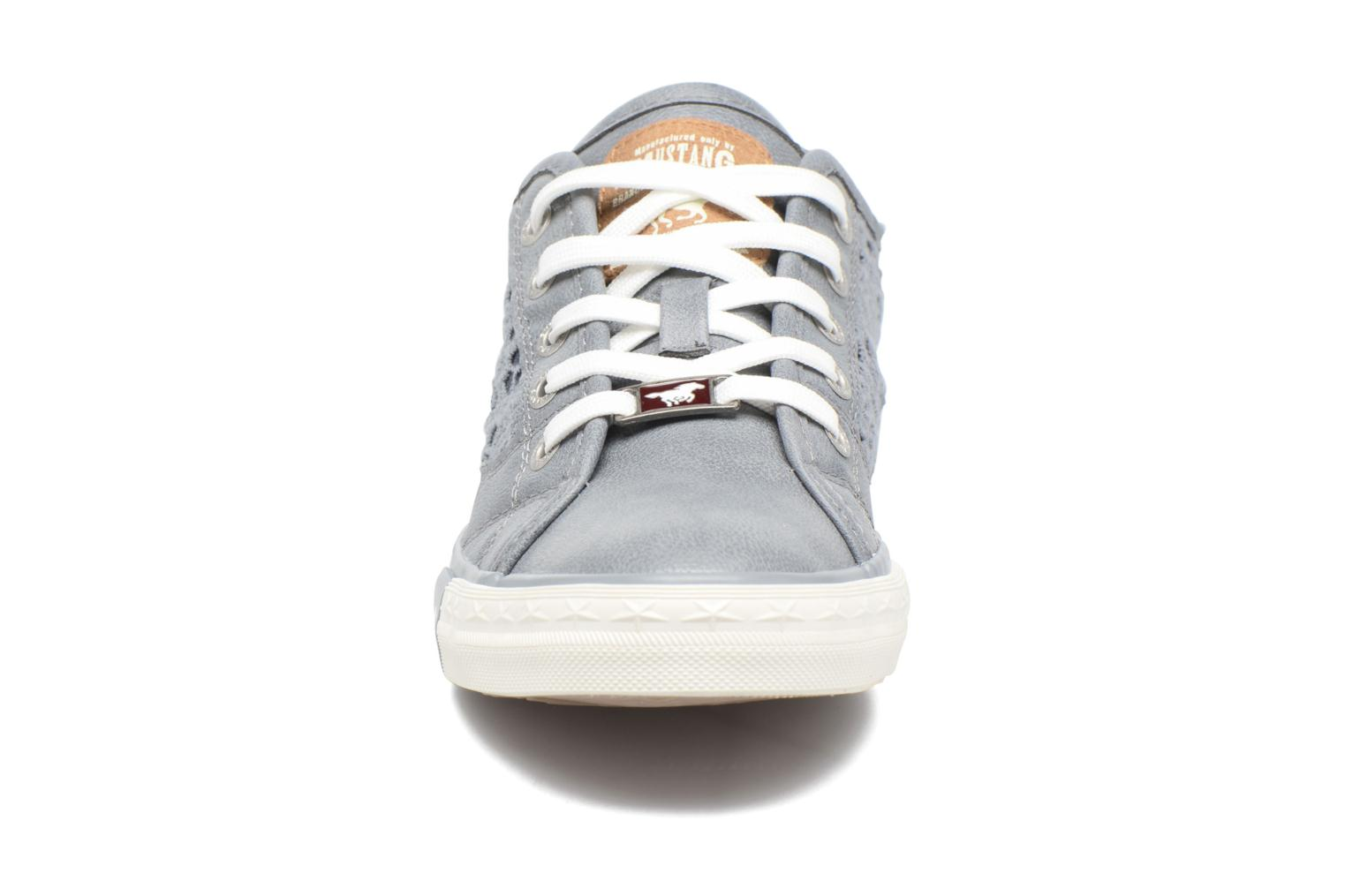 Sneakers Mustang shoes Smith N Azzurro modello indossato