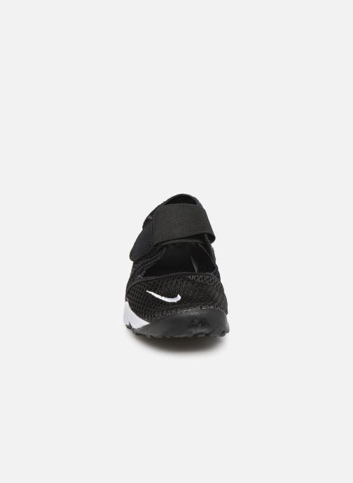 Sandalias Nike Rift (Gs/Ps Boys) Negro vista del modelo