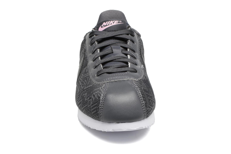 Baskets Nike Classic Cortez Se (Gs) Gris vue portées chaussures
