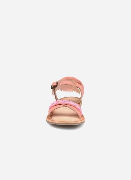 Sandali e scarpe aperte Kickers Dixie Rosa modello indossato