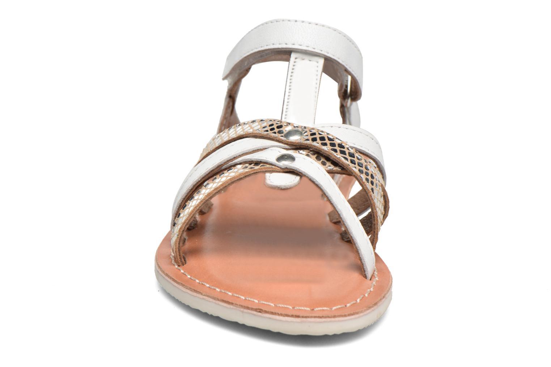 Sandales et nu-pieds Kickers Farah Blanc vue portées chaussures