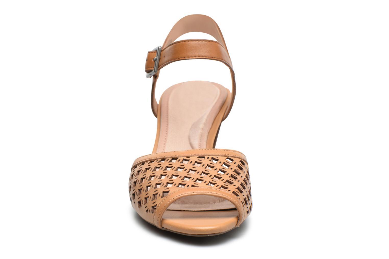 Sandali e scarpe aperte Rockport Audrina Laser 2 Piece Marrone modello indossato
