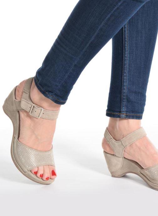 Sandals Khrio Maddie Beige view from underneath / model view