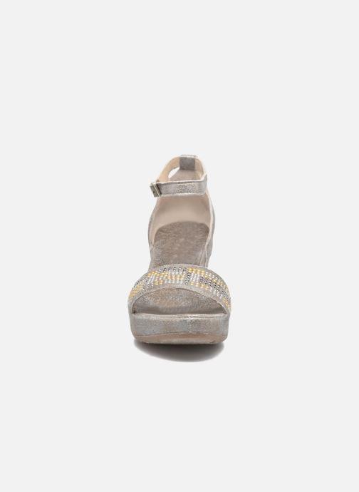 Sandales et nu-pieds Khrio Maika Gris vue portées chaussures