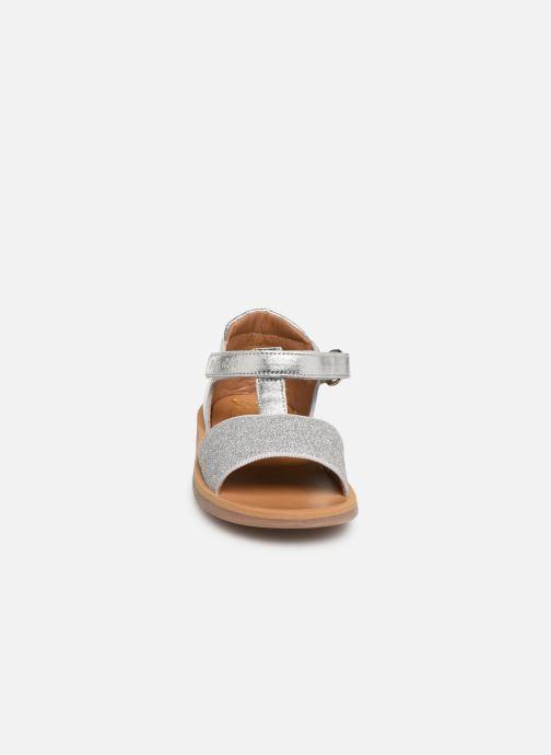 Sandales et nu-pieds Pom d Api Poppy Tao Easy Argent vue portées chaussures