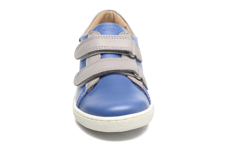 Sneakers Shoo Pom Duck Scratch Azzurro modello indossato