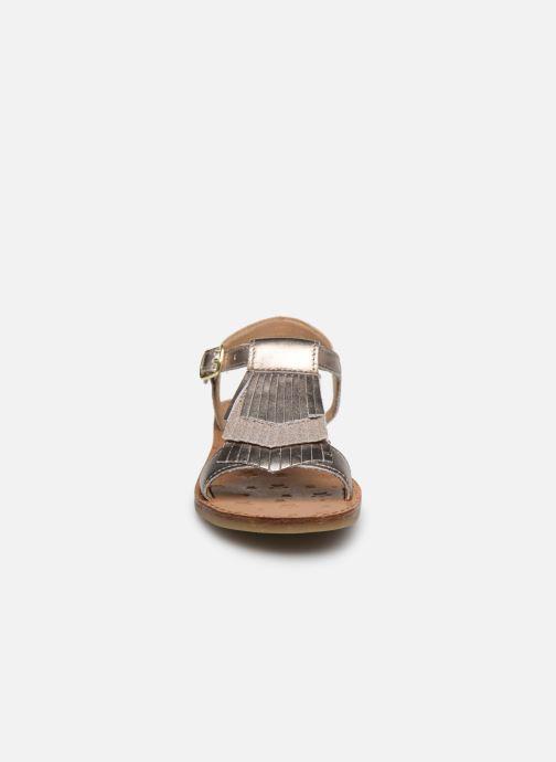 Sandali e scarpe aperte Shoo Pom Happy Fringe Oro e bronzo modello indossato