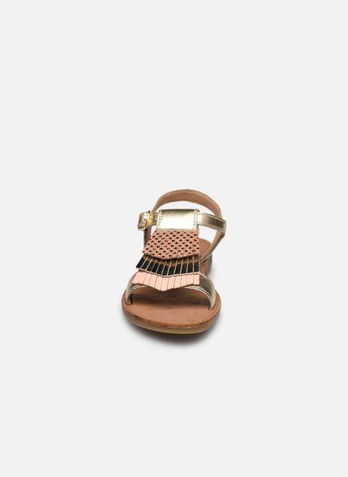 Sandalen Shoo Pom Happy Fringe gold/bronze schuhe getragen