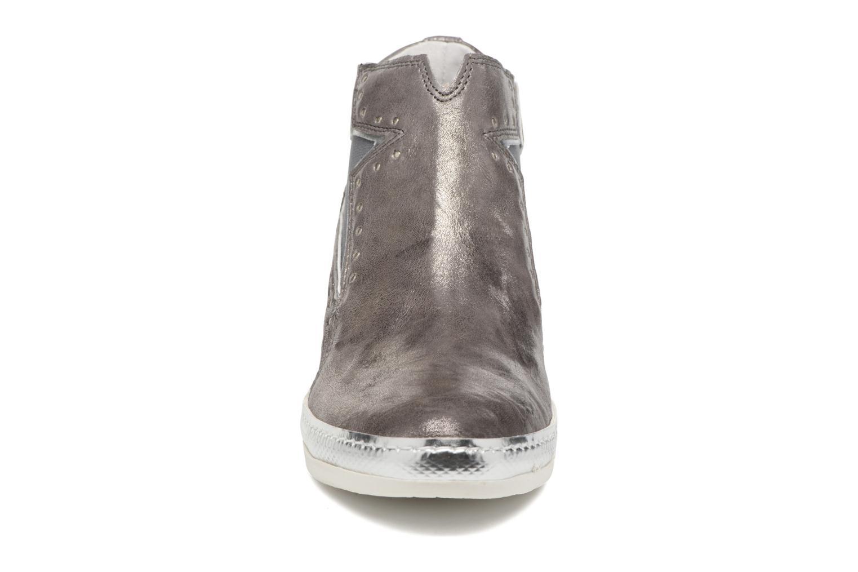 Sneakers Khrio Estrella Grigio modello indossato