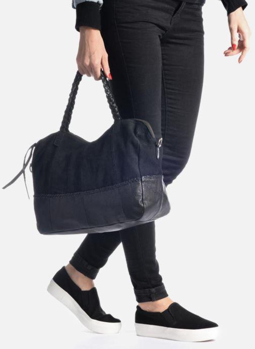 Handtaschen Pieces Cameo Leather bag beige ansicht von unten / tasche getragen