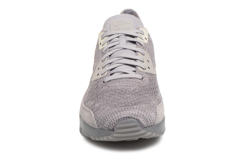 Sneakers Nike Air Max 90 Ultra 2.0 Flyknit Grå bild av skorna på