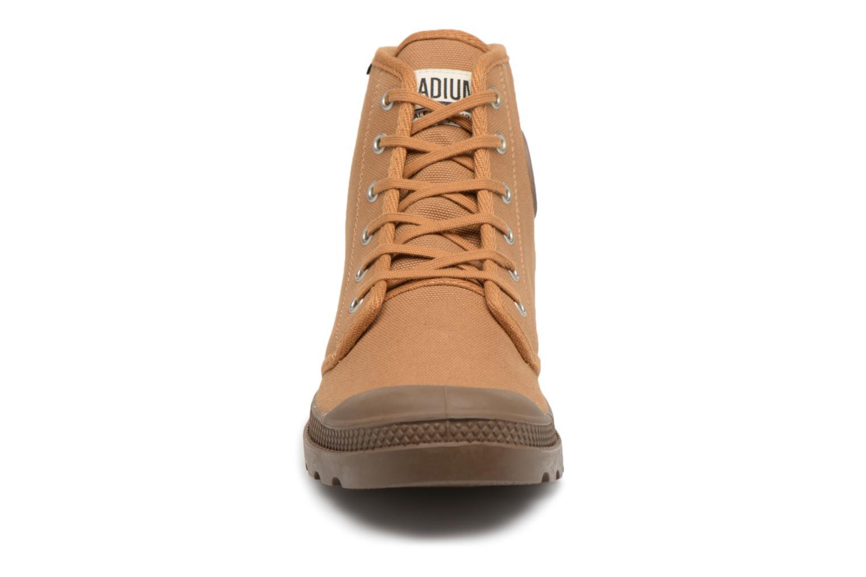 Sneakers Palladium Pampa Hi Orig U Marrone modello indossato