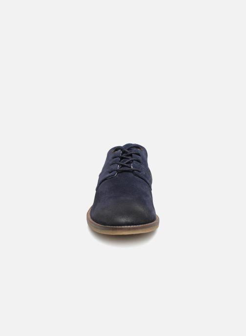 Scarpe con lacci Kickers Bachalcis Azzurro modello indossato