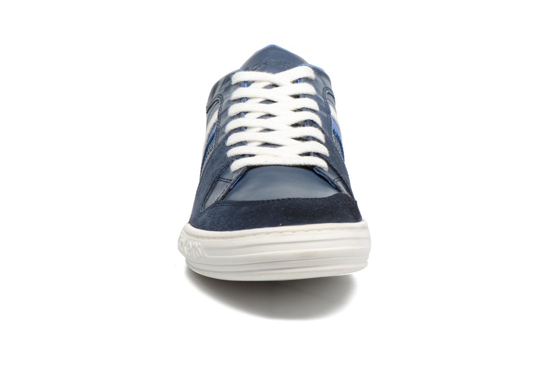 Sneakers Kickers Jexprime Azzurro modello indossato