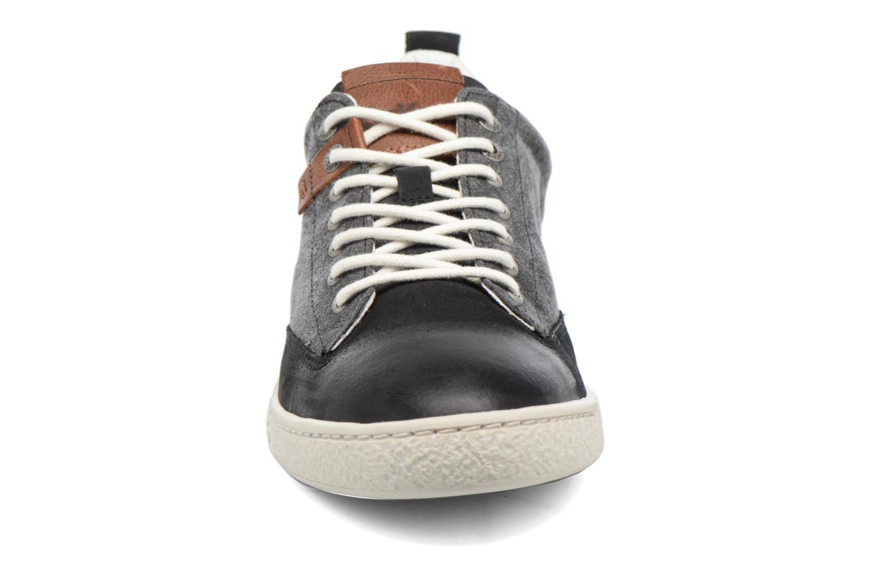 Sneakers Kickers Santa Fe Nero modello indossato