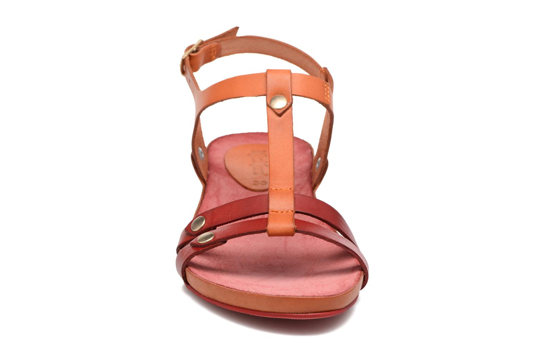 Sandaler Kickers Takit Orange se skoene på