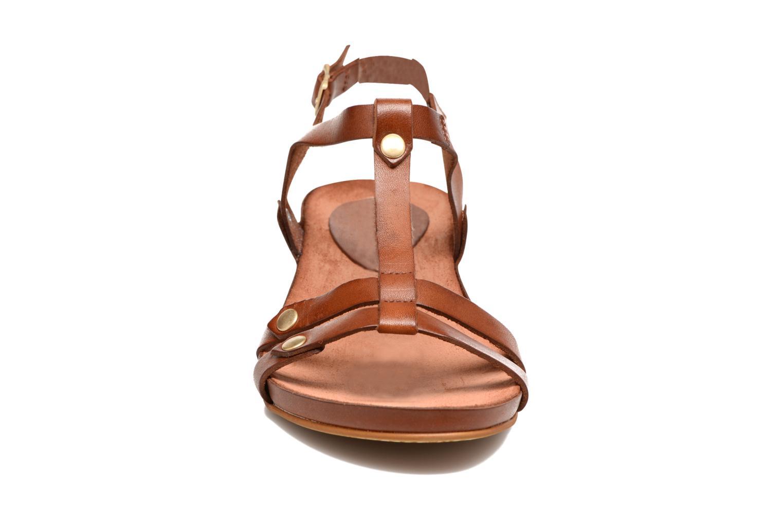 Sandales et nu-pieds Kickers Takit Marron vue portées chaussures